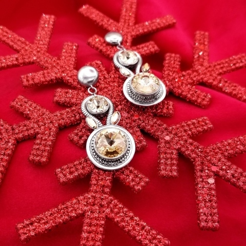 Les bijoux scintillants font les meilleurs cadeaux. Avez-vous l'intention d'en offrir cette année ? 🎁 - There's no better gift than sparkly jewelry. Are you planning on giving some this year? 🎁   