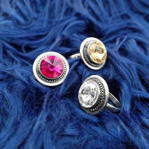 Quelle couleur vous inspire aujourd'hui ? 🌈 - Which colour inspire you today? 🌈      #swarovskicrystal #swarovskielements #instajewel #bespokejewelry #jewelryofinstagram #jewelryshop #jewelryjunkie #igjewelry #ilovejewelry #elegantjewelry #everydayjewelry #jewelrygifts #futureheirlooms #explorequebec #canadafashion #womenfashionpower #womenfashionline #womenfashiontrends #fashiondailypost #fashionoutfits #outfitlook #outfitideas4you #vancouverfashion #yycfashion #quebecfashion #lovejewellery #lovejewelry #jewelleryblog #luxuryjewels #canadianfashion